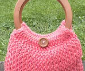 Loom Knit A Handbag - An easy pattern for beginner loom knitters and experienced loom knitters
