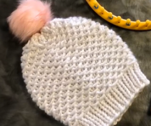Learn to loom knit the Chinese Wave Stitch